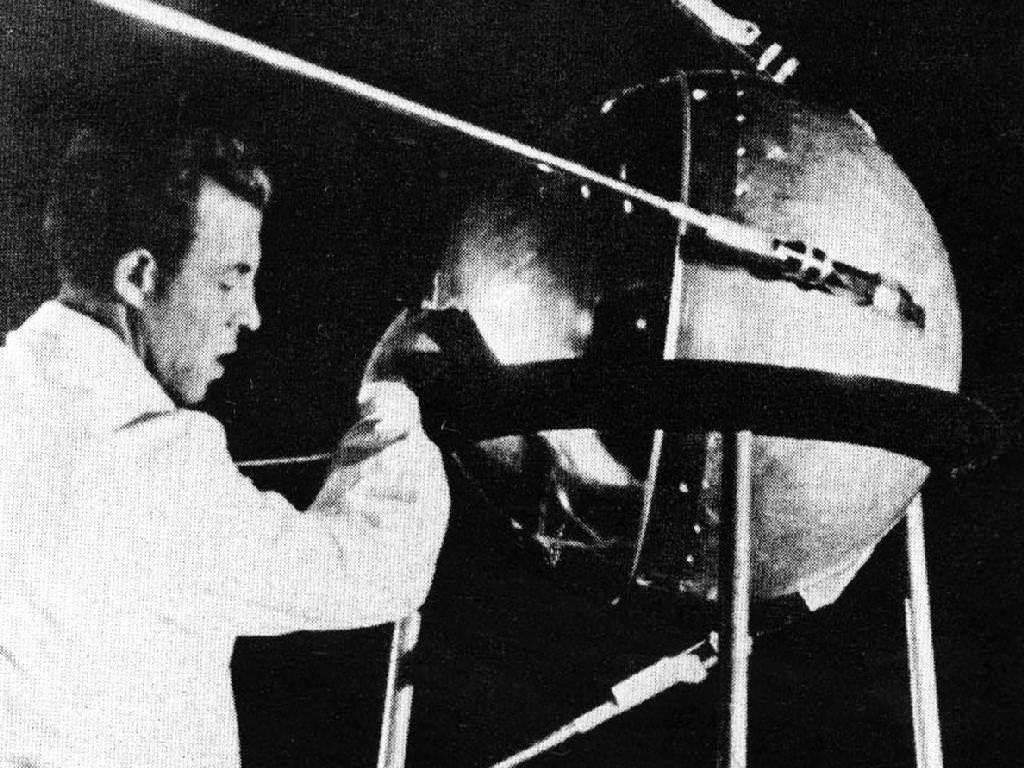 Pioneer Teknologi Satelit